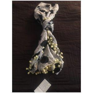 NWT white daisy scarf